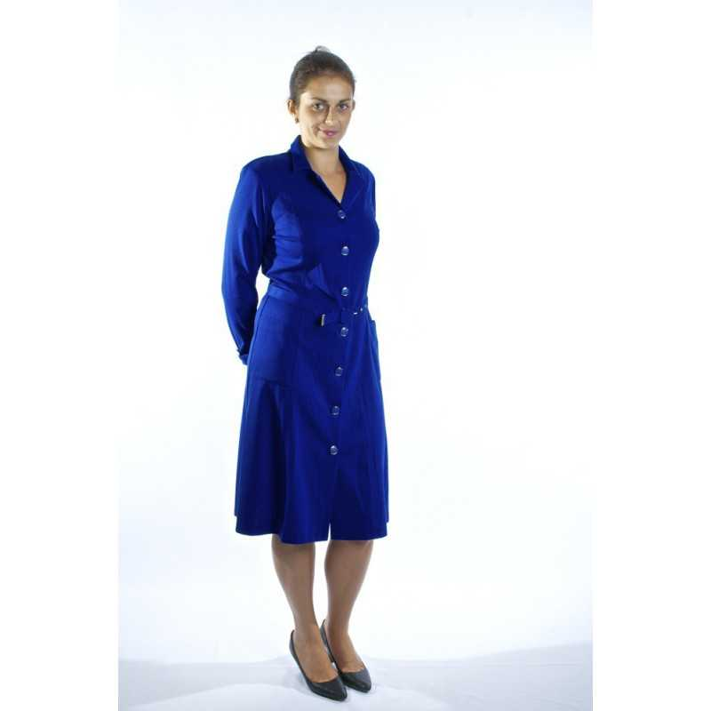 femme avec une robe medicalisee